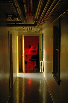 907_ObservationHive2_Redlight_25Jul2005_0b